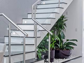Коридор, прихожая и лестница в модерн стиле от Patrícia Azoni Arquitetura + Arte & Design Модерн