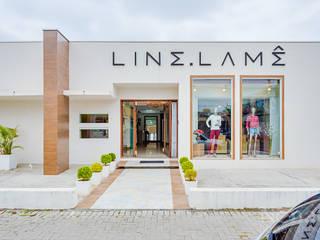 Loja Feminina de Vestuário: Edifícios comerciais  por Letícia Bowoniuk Arquitetura e Interiores