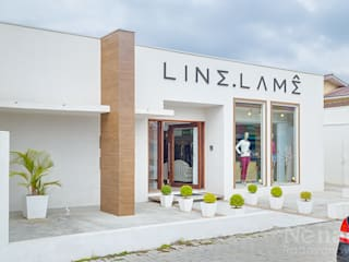 Loja De Roupas Feminina: Espaços comerciais  por Letícia Bowoniuk Arquitetura e Interiores