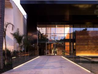 Andrade Maia Advogados: Espaços comerciais  por Mundstock Arquitetura,