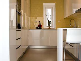 Modern kitchen by involve arquitectos Modern