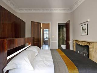 Ennismore Gardens, Knightsbridge Modern style bedroom by ÜberRaum Architects Modern