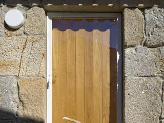 Casa Clara Janelas e portas minimalistas por BICA Arquitectos Minimalista