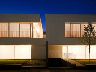 3 Casas para 3 Irmãs Casas minimalistas por BICA Arquitectos Minimalista