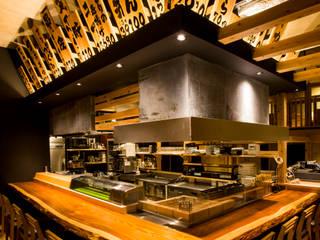 カウンター&囲炉裏: TOが手掛けたレストランです。