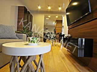 Apartament pokazowy dla dewelopera: styl , w kategorii Salon zaprojektowany przez KANABE