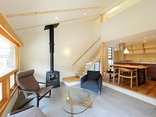 Livings de estilo moderno de バウムスタイルアーキテクト一級建築士事務所 Moderno