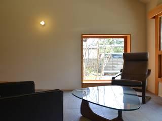 バウムスタイルアーキテクト一級建築士事務所 Salas de estilo moderno