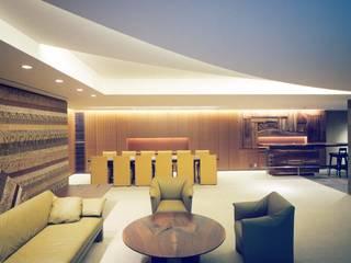 建築家住宅 神奈川 東京 湘南 葉山|Mアーキテクツ一級建築士事務所 | 建築家 前田康憲: Mアーキテクツ|高級邸宅 豪邸 注文住宅 別荘建築 LUXURY HOUSES | M-architectsが手掛けたリビングです。