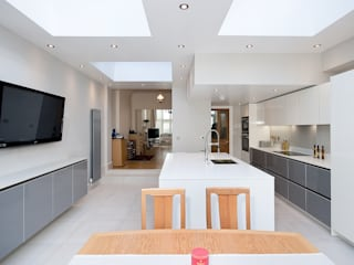 White and Grey High Gloss - Wrap around stone on island Modern kitchen by Kitchen Co-Ordnation Modern