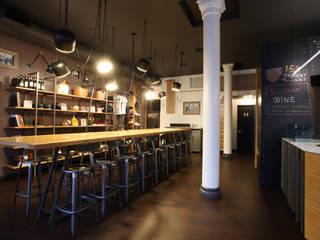 Mi Garba Wine Bar Bar & Club in stile industrial di Stefano Panero Oddi Nyeusi Design Industrial