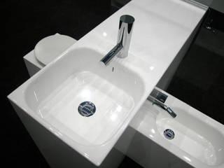 Loiça sanitária integrada IESSE: Casas de banho  por Atelier Pedro Silva Dias