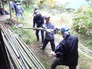 Dinding & Lantai Gaya Eklektik Oleh 建築設計事務所 山田屋 Eklektik