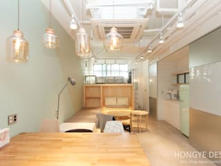 Study/office by 홍예디자인, Industrial