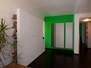 PC Home: Soggiorno in stile in stile Minimalista di Stefano Panero Oddi Nyeusi Design