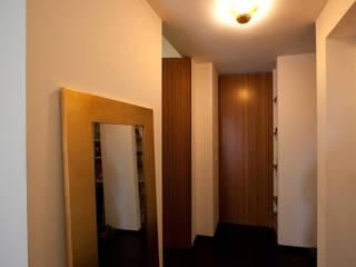 PC Home Soggiorno minimalista di Stefano Panero Oddi Nyeusi Design Minimalista