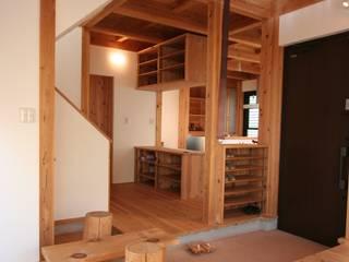 スギバコ オリジナルスタイルの 玄関&廊下&階段 の 凰建設株式会社 オリジナル