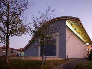 Fronton en Zizurkil Estadios de estilo moderno de AZ ARKITECTOS Moderno