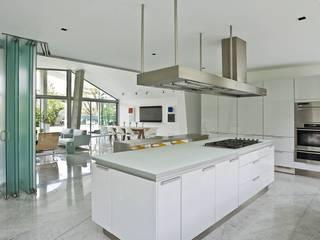 現代廚房設計點子、靈感&圖片 根據 oda - oficina de arquitectura 現代風