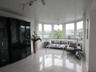 Ruang Keluarga Klasik Oleh WOHNGLÜCK Immobilien Klasik
