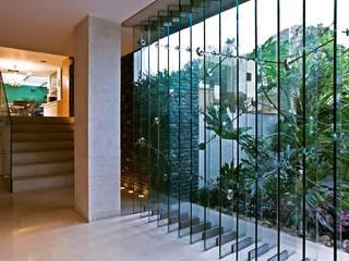 現代風玄關、走廊與階梯 根據 oda - oficina de arquitectura 現代風