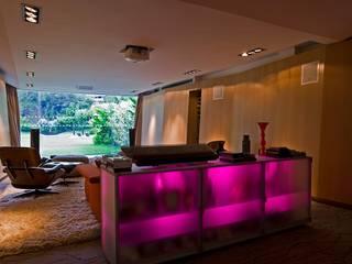现代客厅設計點子、靈感 & 圖片 根據 oda - oficina de arquitectura 現代風