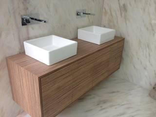 Modern Bathroom by Carpinteiros.pt Modern