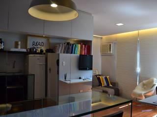 Studio SV: Salas de estar  por UNIO Arquitetura