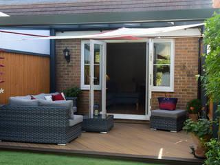 Veranda & Deck in the Back Garden Modern garden by SunSpaces Modern