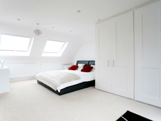 Orpington L Shape Dormer Loft Conversion モダンスタイルの寝室 の A1 Lofts and Extensions モダン