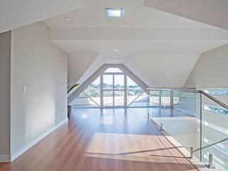 Modern balcony, veranda & terrace by Patrícia Azoni Arquitetura + Arte & Design Modern