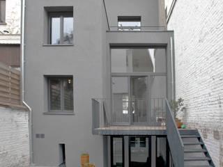 rénovation maison RR: Maisons mitoyennes de style  par planomatic