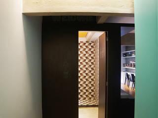 Modern corridor, hallway & stairs by Maxma Studio Modern