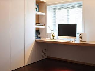 Estudios y oficinas minimalistas de PAULO MARTINS ARQ&DESIGN Minimalista
