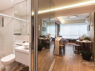Salas de estar  por Claudia Stach e Daniela Bordignon Arquitetura