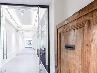 Création d'un showroom à Paris Lieux d'événements modernes par Paula Bianco Moderne