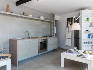 Industrial style kitchen by architetto Lorella Casola Industrial