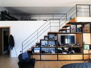 예산휘헌_ 언덕을 넘은 해가 들어오는 집: SHIN DESIGN LAB 신디자인랩의  거실,