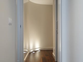 Vivienda en Salamanca Pasillos, vestíbulos y escaleras de estilo moderno de San-Pal Interiorismo Moderno