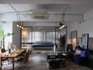 Phòng khách phong cách công nghiệp bởi HOUSETRAD CO.,LTD Công nghiệp