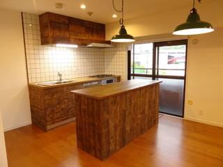 マンションリノベーション: HOUSE of FUN Renovationsが手掛けた素朴なです。,ラスティック