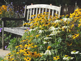 Surrey bee garden:  Garden by Arthur Road Landscapes