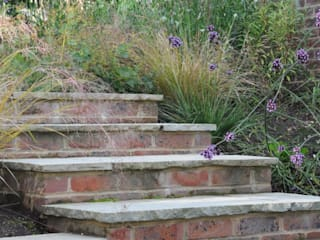 Surrey bee garden: modern Garden by Arthur Road Landscapes
