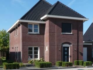 Vooraanzicht nieuwbouw villa Velddriel Klassieke huizen van Villa Delphia Klassiek
