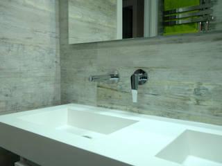 Reforma de dos baños y un aseo Baños de estilo moderno de Irene Corralo Moderno
