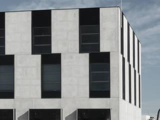 Edificio Oficinas en Tarragona: Oficinas y Tiendas de estilo  de estudio calma
