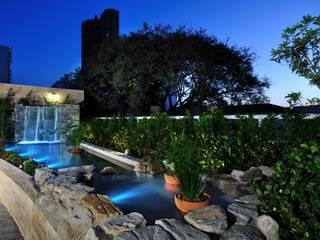 Сад в эклектичном стиле от Eduardo Luppi Paisagismo Ltda. Эклектичный