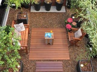 JARDIM DE INVERNO COM FONTES E ÁREA DE ESTAR Eduardo Luppi Paisagismo Ltda. Jardins de inverno modernos