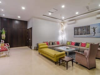 Nahata Residence.:  Living room by In-situ Design