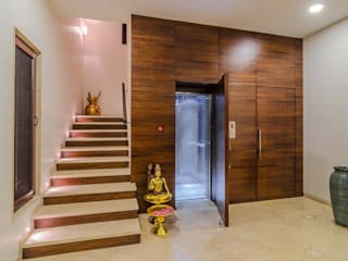 Nahata Residence.:  Corridor & hallway by In-situ Design